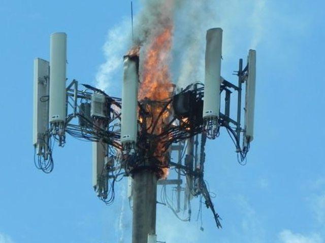 5G Zendmasten in brand gestoken